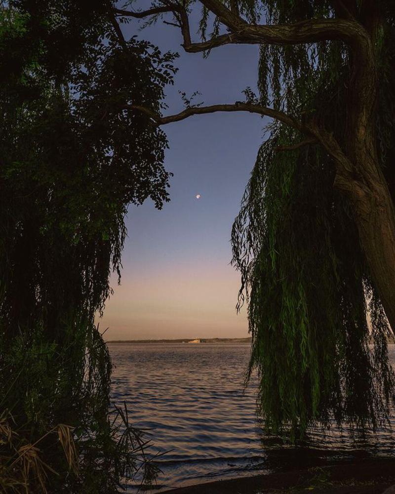 Foto Emanuele P Pantai dalam kondisi Sunset