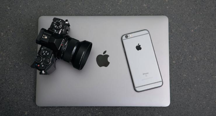 Konsep Fotografi Komersial dengan Smatphone IpHone dan Macbook