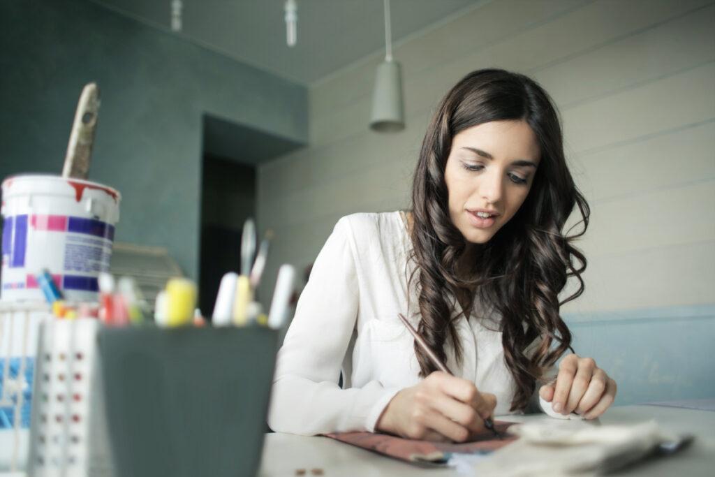 Cewek Cantik Bekerja sebagai Freelance content Writer