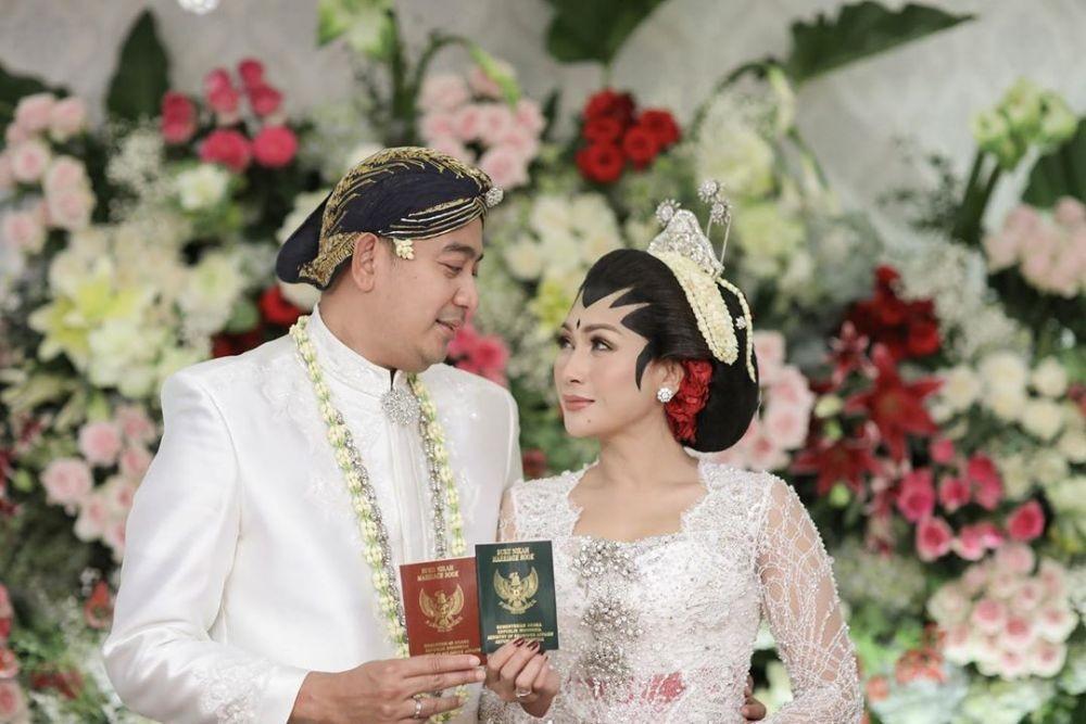 Contoh Seragam BAju Pengantin Adat Jawa