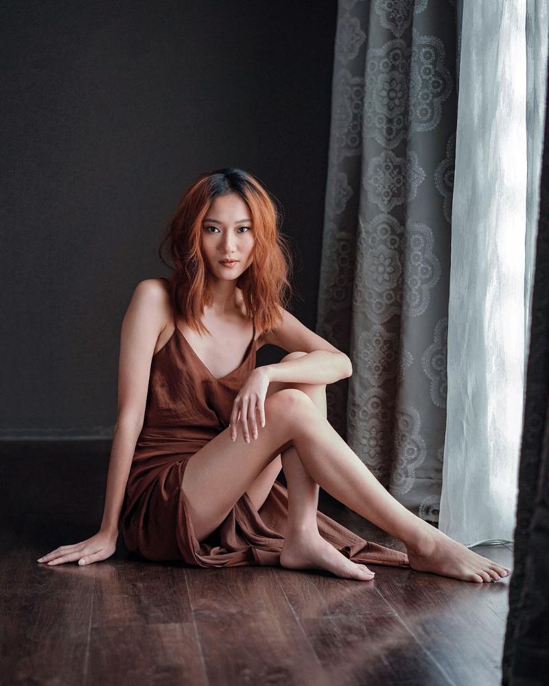 Ayu Gani seksi in Brown Dress